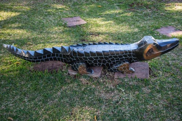TENDAI MUTINHIMWA - Zimbabwe stone sculpture crocodile